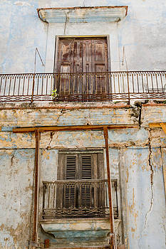 Temporary Havana Cuba by Rob Huntley