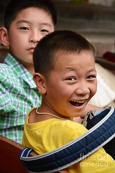 Thai kids by Bobby Mandal