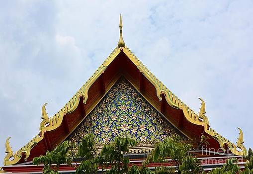 Thai temple  by Bobby Mandal