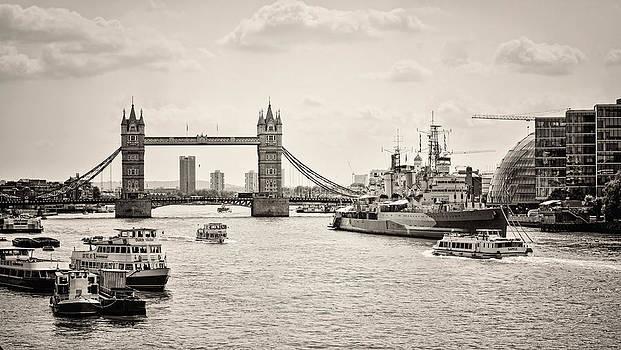 Heather Applegate - Thames View BW