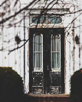 Lisa Russo - The Black Door