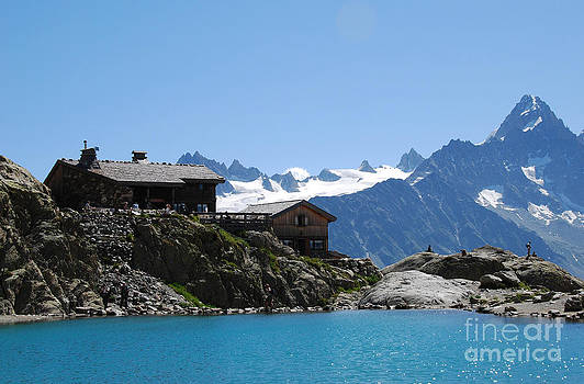The chalet at Lac Blanc by Camilla Brattemark