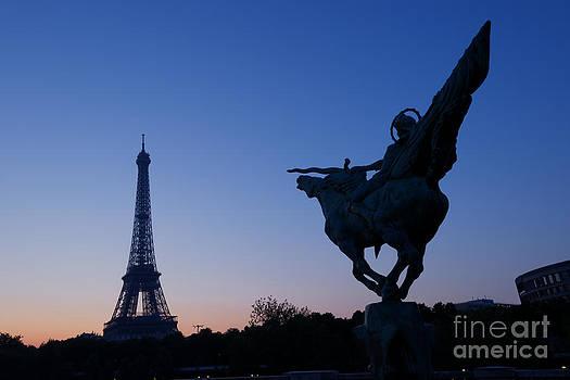 Oscar Gutierrez - The Eiffel tower and Joan of Arc Statue  at sunrise