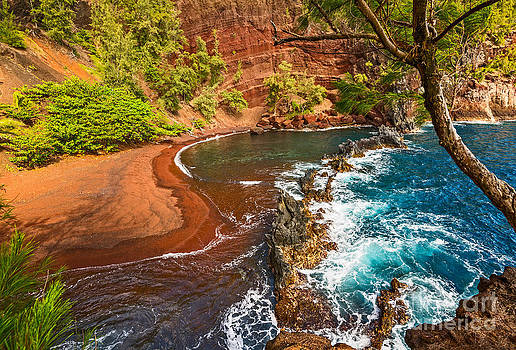 Jamie Pham - The exotic and stunning Red Sand Beach on Maui