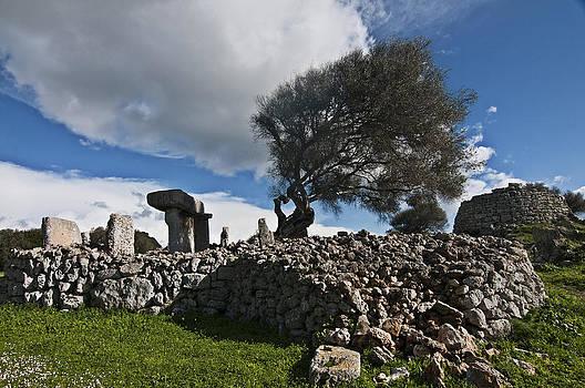 Pedro Cardona Llambias - Talayotic culture in Minorca Island - The far side of the word stone age heritage