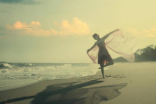 The Girl And The Sea by Mayumi Yoshimaru