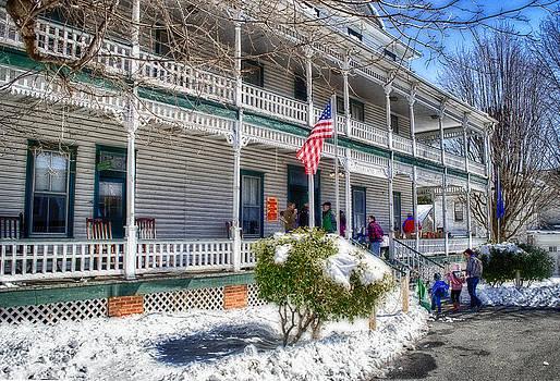 The Highland Inn by Kathy Jennings