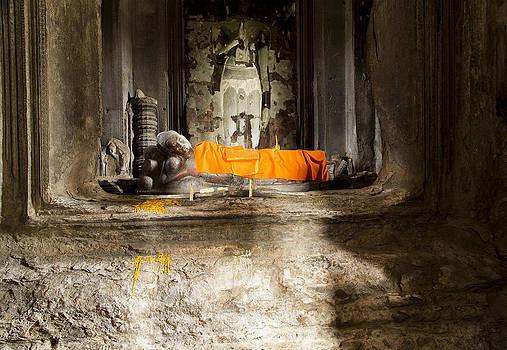 The laid buddha by Robin Cuervo