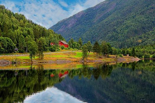 Julia Fine Art And Photography - The Lake House Norway
