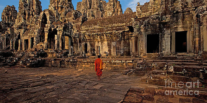 The magical light of Bayon  by Pete Reynolds