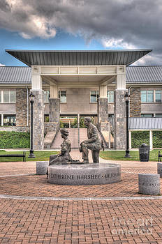 Mark Dodd - The Milton and Catherine Statue in front of the Copenhaver Center