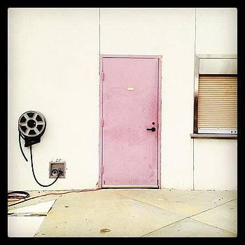 The Pink Door / A Porta Rosa by Lauren Dsf