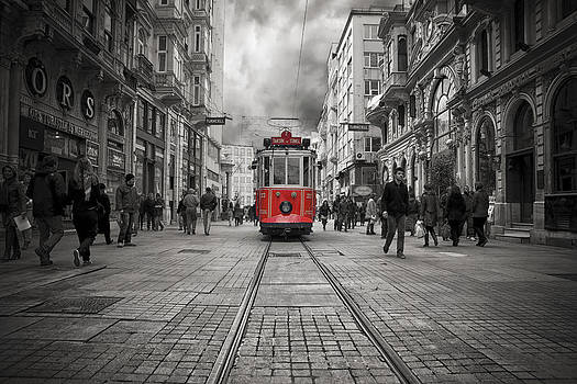 The Red Tram by Mario Moreno