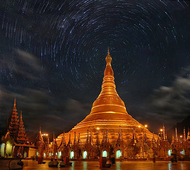 The Shwedagon by Weerapong Chaipuck