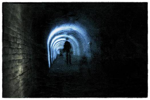 The tunnel by Esther Branderhorst