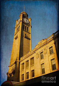 They don't build them how they used to - Clock Tower of Central Station Sydney Australia by David Hill