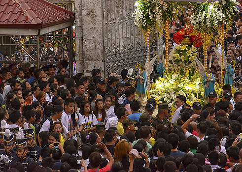 Paul W Sharpe Aka Wizard of Wonders - This is the Philippines No.65 - Santo Nino Entering the Basilica