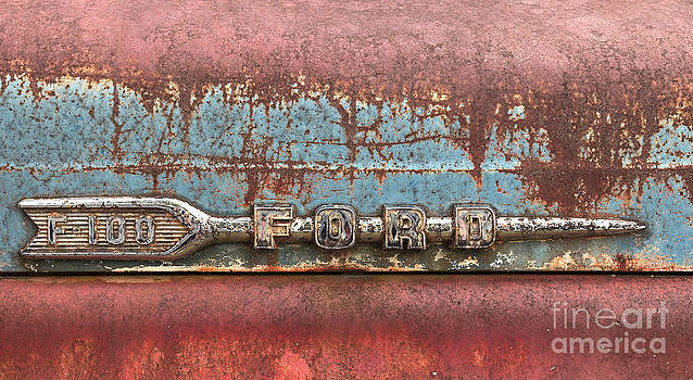 This old truck by Bernd Laeschke