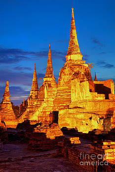 Fototrav Print - Three illuminated pagodas at Wat Phra Si Sanphet Ayutthaya