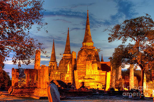 Fototrav Print - Three illuminated pagodas at Wat Phra Si Sanphet Ayutthaya Tha