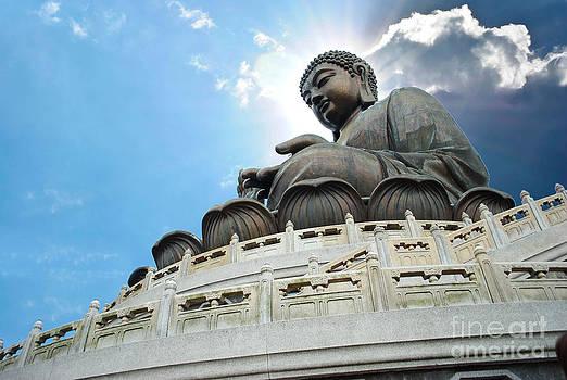 Tian Tan Buddha by Jeng Suntorn niamwhan