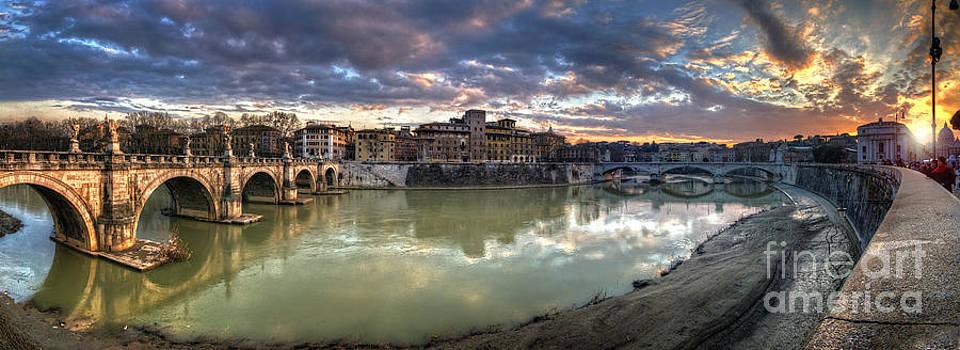 Yhun Suarez - Tiber River Sunset