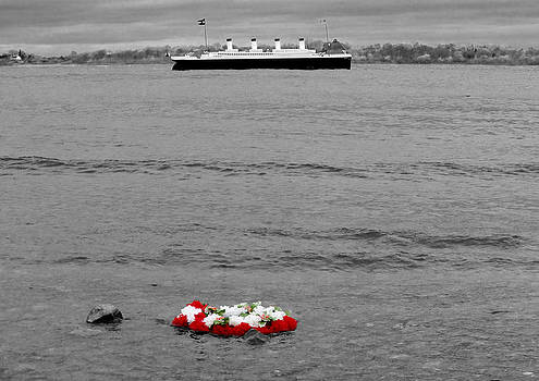 Titanic Wreath by Tony Reddington