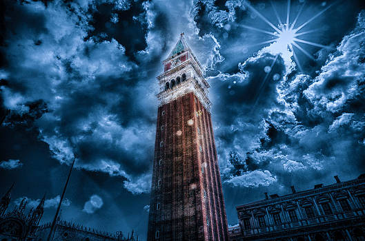 Torre by Miguel Pardo