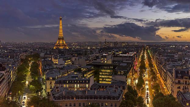 Vyacheslav Isaev - Tour de Eiffel in the dusk