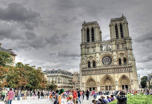 Ines Bolasini - Tourist in Notre Dame