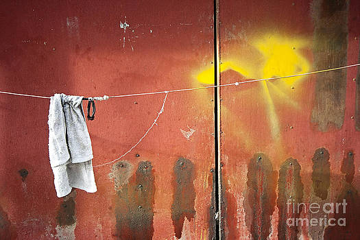 Towel on string by Hitendra SINKAR
