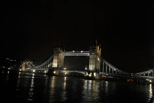 Tower Bridge by Frederico Borges