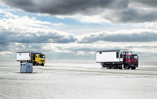 Transport of beach huts by Yvon van der Wijk