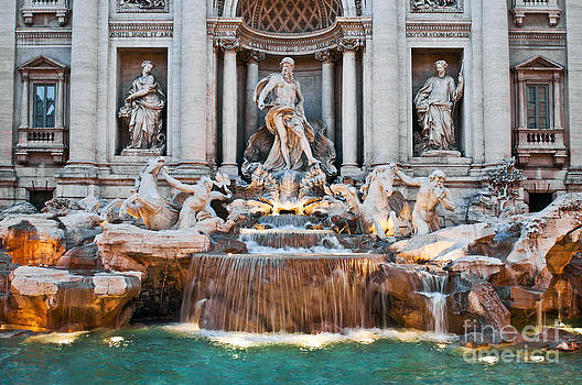 Trevi Fountain by Luis Alvarenga