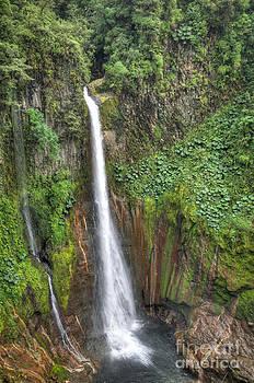 Oscar Gutierrez - Tropical waterfall in volcanic crater 2