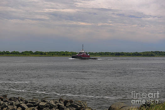 Dale Powell - Tug Crusing the Cooper RIver