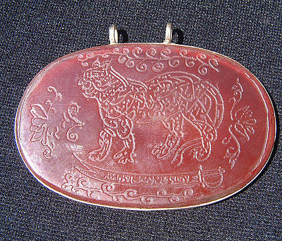 Turkoman silver pendant decorated with carnelian plaque featuring a leopard by Turkoman silversmith master