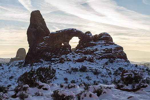 Robert VanDerWal - Turret Arch In Early Morning