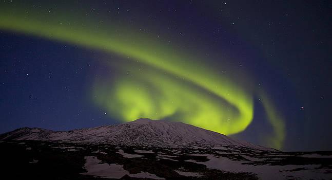 Twirling Aurora by Stefan  Gudmundsson