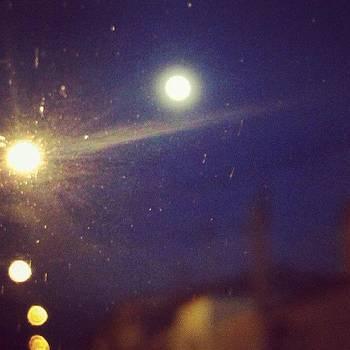 Um Pouco De Lua Ainda. #bomdia by Isis Tomie