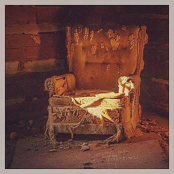 #urbanex #nc #abandoned #chair by John Baccile