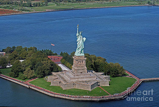 USA Statue of Liberty by Lars Ruecker