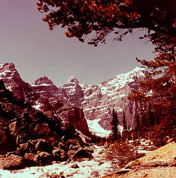 Linda Rae Cuthbertson - Valley of the Ten Peaks 1960