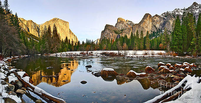 Jamie Pham - Vally View Panorama - Yosemite Valley.