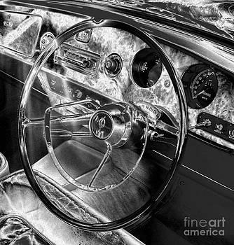 Malcolm Suttle - Vanden Plas Dash 2 Metallic