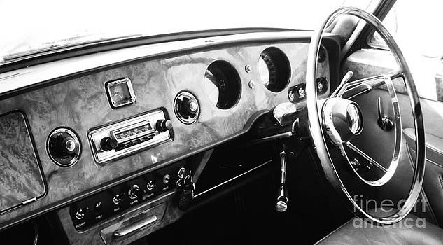 Malcolm Suttle - Vanden Plas Dash 3