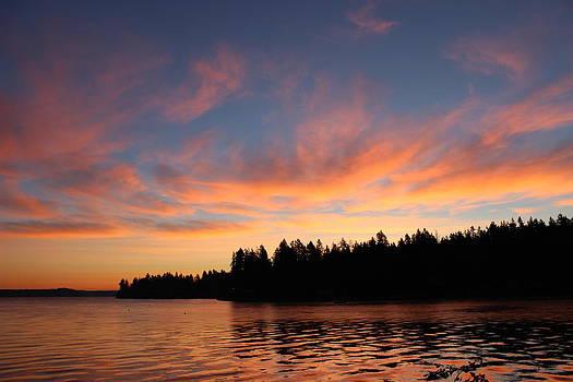 Vaughn bay sunrise by Richard Jones