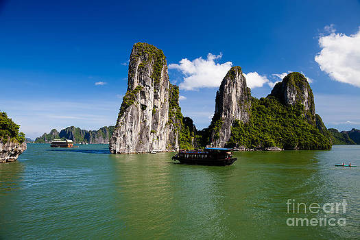 Fototrav Print - Vietnamese Junk cruising on Halong Bay Vietnam