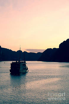 Fototrav Print - Vietnamese Junks on Halong Bay Hanoi Vietnam