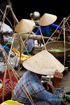 Fototrav Print - Vietnamese women with traditional conical hat in Hoi An Vietnam